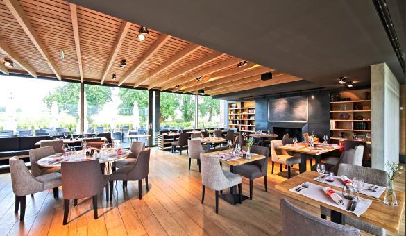 Détendez-vous au Naxhelet Golf Club de Wanze et profitez également du Club-House aménagé dans un château-ferme du XIX