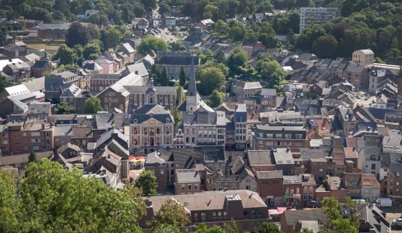 Observez la ville depuis le Fort de Huy, en province de Liège