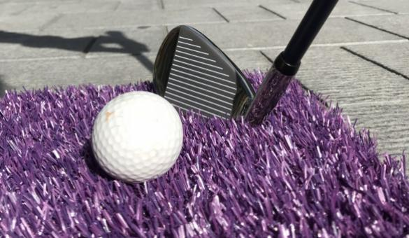 City Golf à Tournai la balle en mousse sur le green
