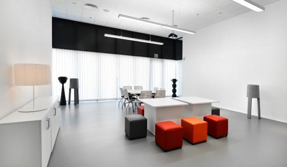 Louvexpo salle de réunion moderne avec lumière du jour à La Louvière en Wallonie
