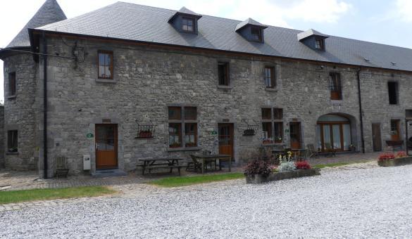 Chambre d'hôtes Ferme-château Laneffe – Walcourt