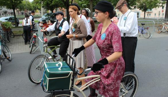 En selle, Marcel! Balade rétro à vélo à Mons