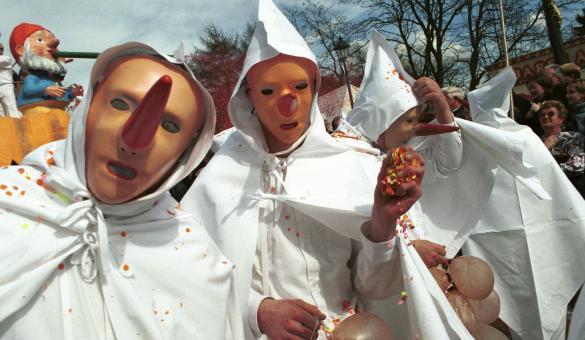 Découvrez le carnaval de Stavelot et ses Blancs-Mousis, dans la province de Liège