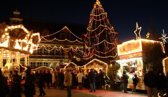 Savourez un verre de vin chaud au Marché de Noël de Tournai