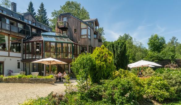 Découvrez l'Hostellerie La Claire Fontaine à La Roche-en-Ardenne