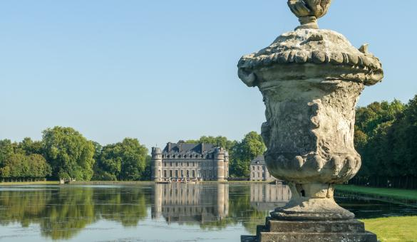 Come and explore the Château de Beloeil and its park in the province of Hainaut