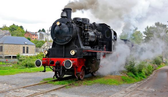 Profitez d'un voyage à bord d'un véritable train à vapeur avec le Chemin de Fer à vapeur des Trois Vallées, entre Mariembourg et Treignes