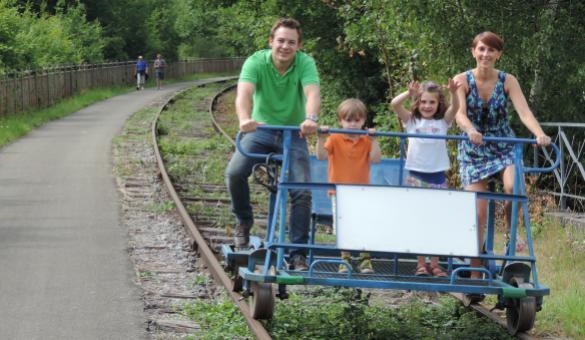 Utilisez les draisines sur l'ancienne voie ferrée qui longe la vallée de la Molignée, entre Falaën et Maredsous, dans la province de Namur
