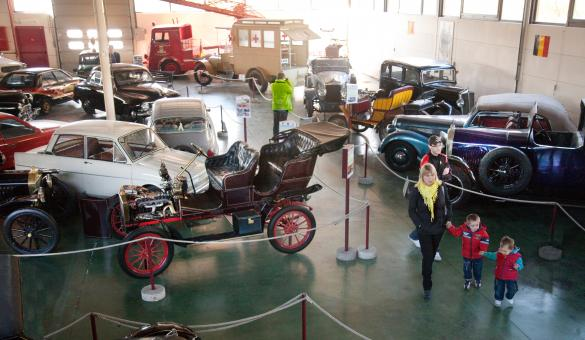 Discover the history of automobile and road transport since 1895 at the Musée de l'Auto Mahymobiles in Leuze-en-Hainaut