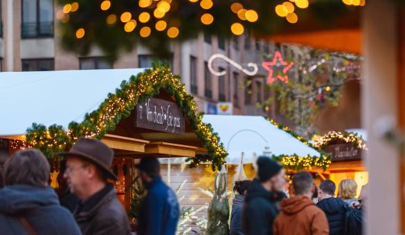 Dégustez un vin chaud au Marché de Noël de Louvain-la-Neuve