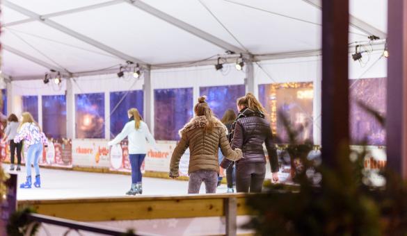 Profitez de la patinoire au Marché de Noël de Namur