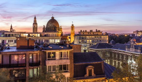Panoramisch zicht op het belfort (Unesco) en op de Saint-Christophekerk van Charleroi