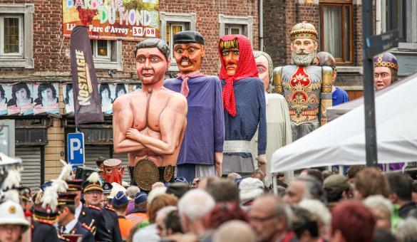 Découvrez les géants de la Province de Liège lors du cortège des Fêtes du 15 août en Outremeuse, à Liège