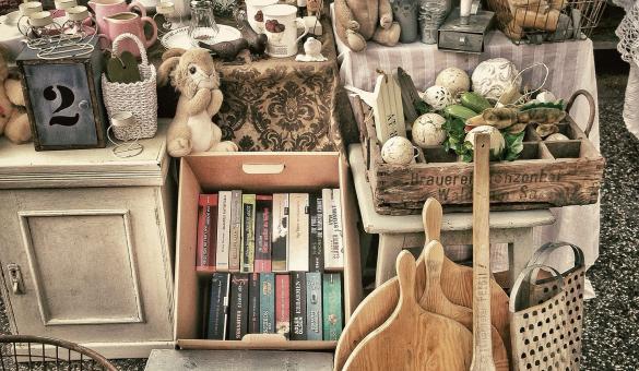Marché aux puces - brocante - livres - occasion -antiquité