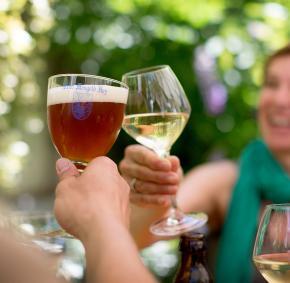 Bière - vin - boire - santé - a table