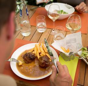 Huy - Restaurant la Tour Colombes - Boulets - à table