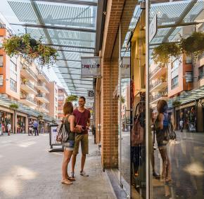 Louvain-la-neuve - Rue Charlemagne - Shopping
