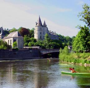 Descente de l'Ourthe en Kayak avec vue du Château de Durbuy