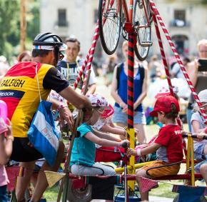 Festival - enfants - carousel - attraction - vélo