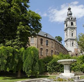 Erleben Sie den Belfried von Mons und seinen Park