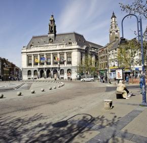 Charleroi - Place Charles II - Hôtel de Ville - Le Beffroi - patrimoine mondial UNESCO