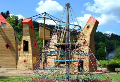Découvrez Houtopia, un parc récréatif de découvertes et de sensibilisation aux droits de nos enfants à Houffalize