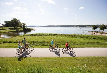 Lacs de l'Eau d'Heure - vélo - lac - balade - été - couple - famille