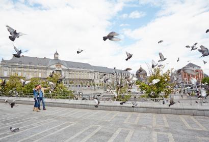 Ville - Palais - Monument - Couple mature - Liège - Princes-Évêques