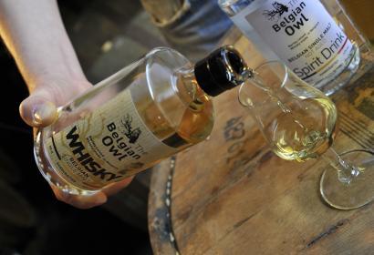 Découvrez The Owl Distillery à Grâce-Hollogne et Etienne Bouillon, son créateur