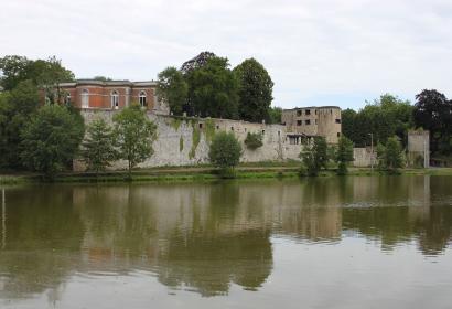 Les plus beaux villages de Wallonie - Barbençon - cours d'eau - fortifications