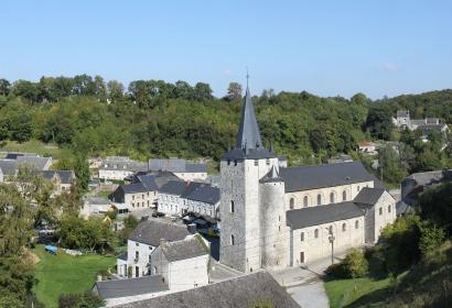 Les plus beaux villages de Wallonie - Celles - clocher - ciel bleu