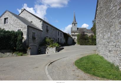 Les plus beaux villages de Wallonie - Chardeneux - toît - ciel bleu - clocher - vielle pierre