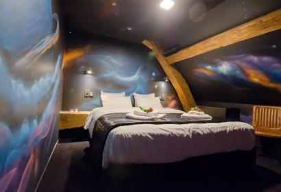"""Chambre à thème """"En route vers Krypton"""" de l'Hôtel River Lodge"""