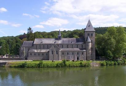 Balades balisées - bord de Meuse - Hastière - Abbatiale