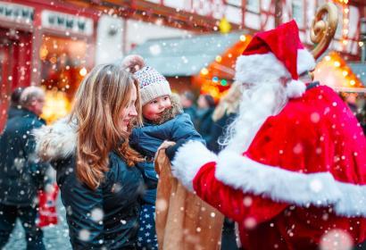 Marché de Noël - Noël - achat - amis - amour - bonheur - fête - cadeau - crèche - hivers - sapins - père Noël