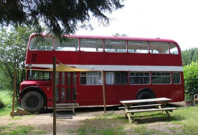 Camping Semois - bus impérial - Wallonie insolite