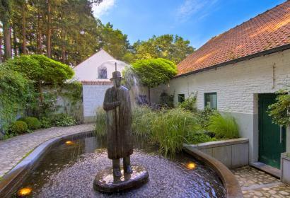 Fondation folon - jardin - fontaine