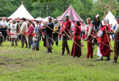 Fête médiévale château fort Feluy - archers
