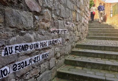 Visite « Mons Insolite » - Wallonie insolite - ruelle - escalier - fresque
