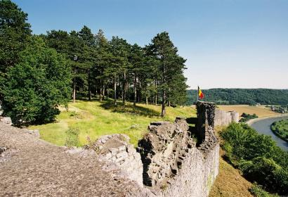 Vue des Ruines de Poilvache et de la Meuse