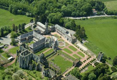 Découvrez l'histoire de l'abbaye d'Aulne et la vie des moines cisterciens, à Gozée
