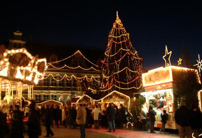 Enjoy a glass of mulled wine in Tournai's Christmas market