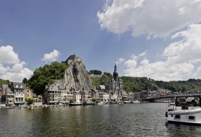 Dinant - la Meuse - collégiale et citadelle