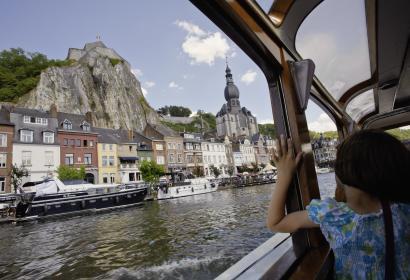 Ontdek Dinant en geniet van een boottocht op de Maas in de provincie Namen