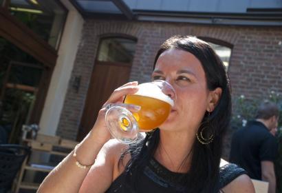 Dégustez une bière fraîche