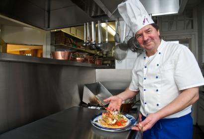 Profitez d'une ambiance familiale et d'une cuisine soignée à l'Hôtel - Restaurant Les Tilleuls, à Jupille (La Roche-en-Ardenne)