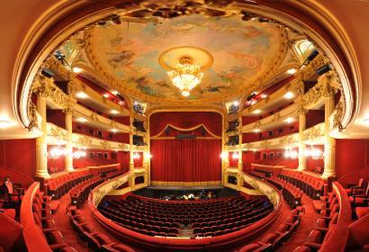 Magnifique salle du Théâtre Royal de Liège, accueillant l'Opéra Royal de Wallonie