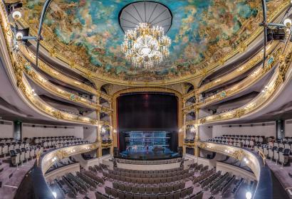 Assistez à de nombreux spectacles et concerts au Théâtre Royal de Namur, un superbe bâtiment datant du XIX