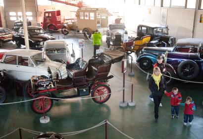 Ontdek de geschiedenis van de automobiel en het wegtransport sinds 1895 in het Automobielmuseum Mahymobiles in Leuze-en-Hainaut