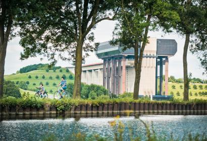 Thieu - Canal du Centre historique - Ascenseur funiculaire de Strépy-Thieu - Vélo